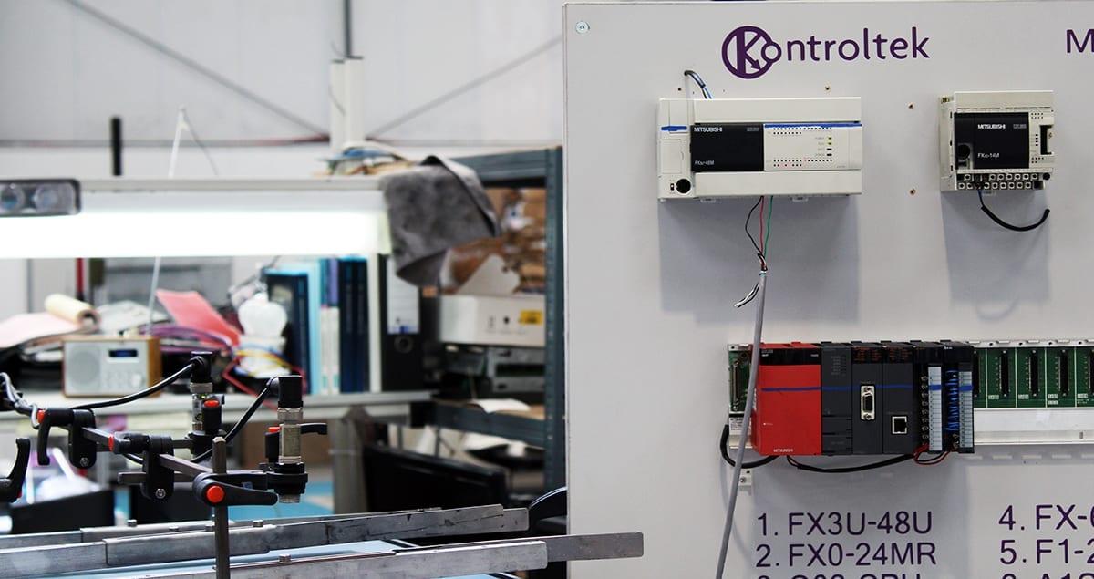 Kontroltek Mitsubishi Test rig showing FX3U-48U PLC connected to conveyer unit